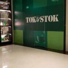 tok-stock-shopping-maia-1